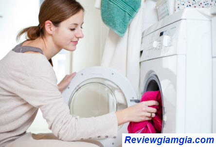 Máy giặt giúp tiết kiệm công sức giặt giũ