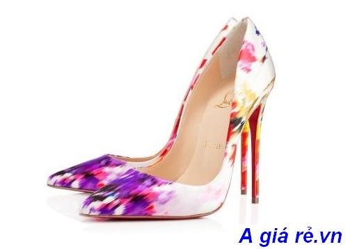 Giày cao gót in họa tiết