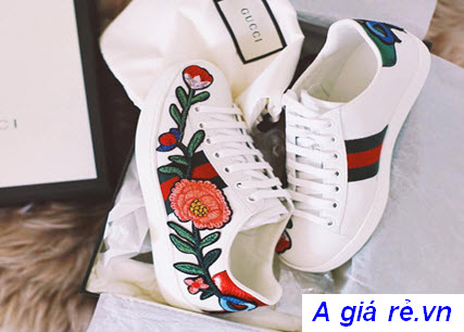Giày thể thao nữ thêu hoa Gucci