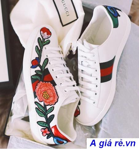 giày thể thao thêu hoa