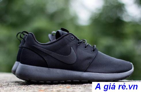 Giày đá bóng Nike Roshe Run màu đen