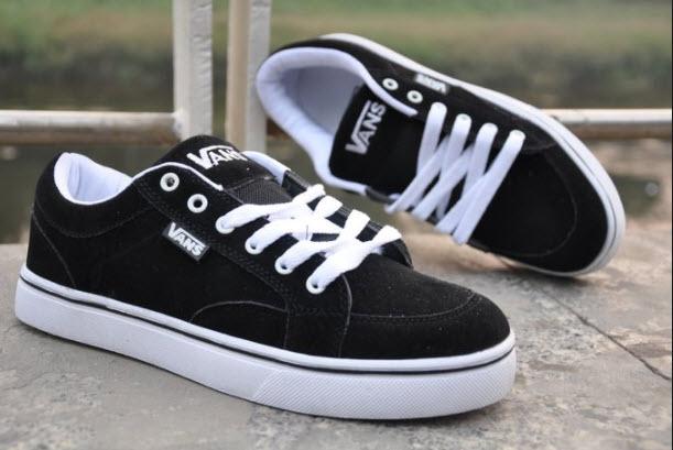 Giày Sneaker Nữ Vans màu đen phối đế trắng