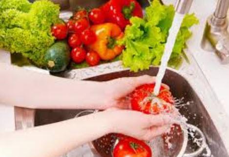 Rửa sạch thuốc trừ sâu của trái cây bằng baking soda