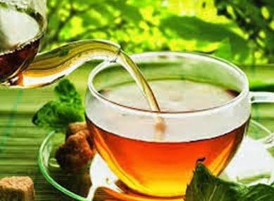 Uống trà atiso