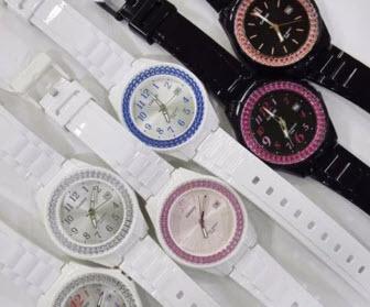 Đồng hồ nữ dây nhựa