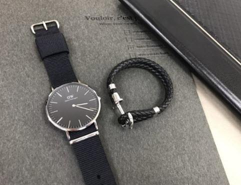 Đồng hồ Daniel Wellingtonxách tay