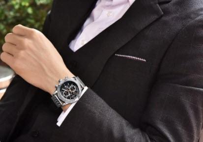 Đồng hồ và vest