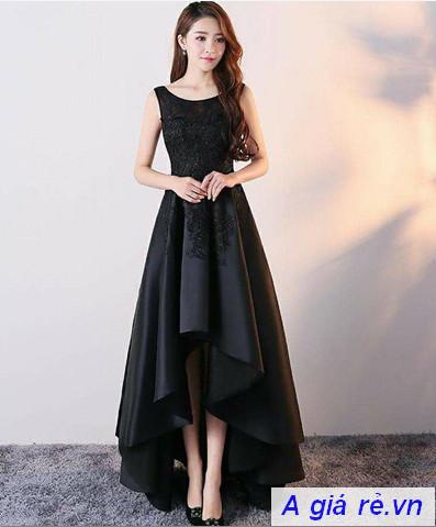 Đầm dài đen dự tiệc tuổi trung niên