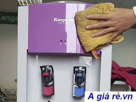 vệ sinh máy lọc nước nóng lạnh định kì