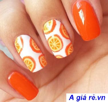 Sơn móng tay màu cam kết hợp họa tiết