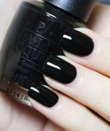 Sơn móng tay Opi màu đen