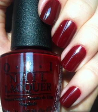 Sơn móng tay Opi màu đỏ đậm
