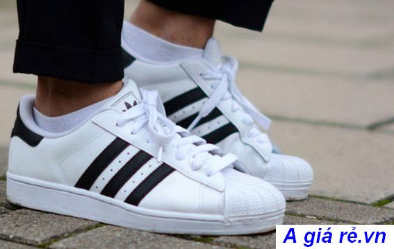 e07b61d53ae59 Top 9 Đôi Giày Adidas Nữ Đơn Giản Nhưng Rất Được Ưa Chuộng