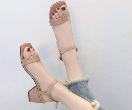Giày cao gót đế vuông thấp hở mũi