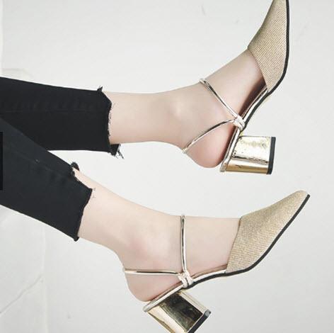 Giày cao gót màu da