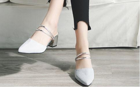 giày cao gót màu trắng