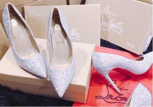 giày cao gót màu da đính cườm trắng