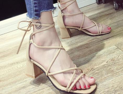 giày cao gót nữ màu trắng