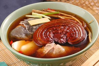 Canh gà hầm nấm linh chi