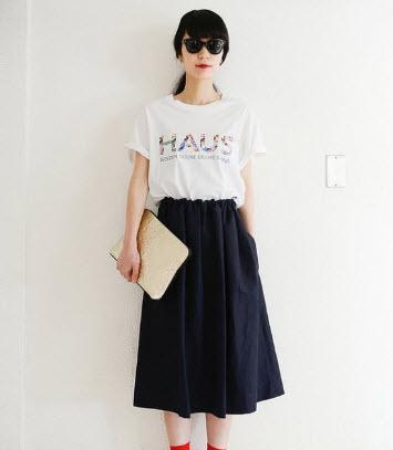 Chân váy xòe dài kết hợp với áo thun