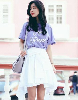 Chân váy xòe kết hợp với áo phông
