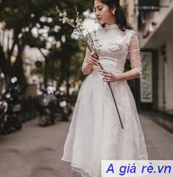 Áo dài trắng ren cách tân