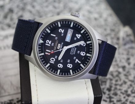 Đồng hồ Seiko 5 quân đội