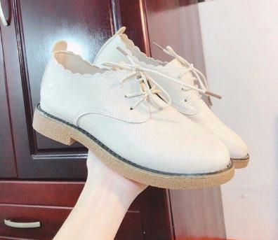 Giày Oxford màu trắng