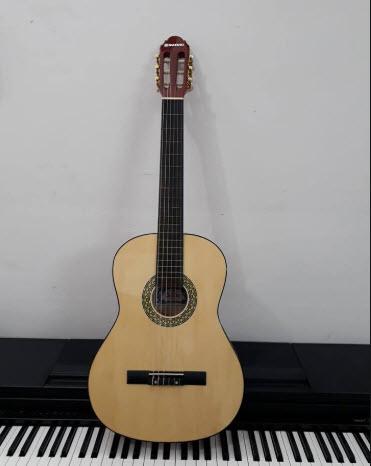 Đàn guitar Suzuki chính hãng