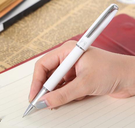 Ai là người đã sáng tạo ra bút bi?