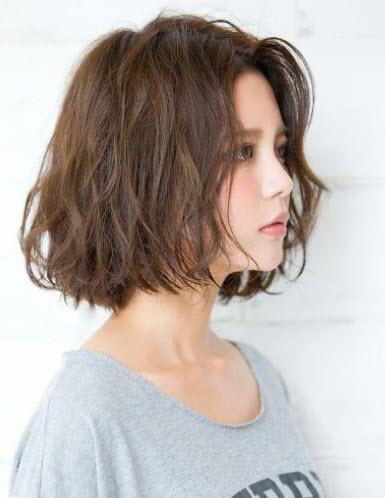 Kiểu tóc ngắn ngang vai Wavy