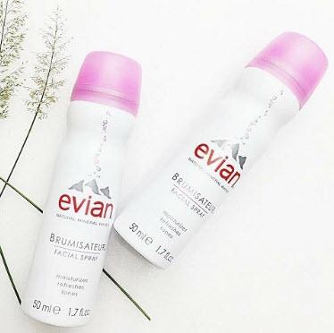 Xịt khoáng Evian