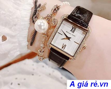 Đồng hồ MK mặt vuông