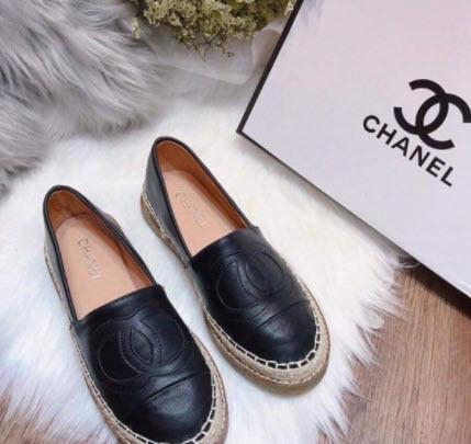 Giày slip on Chanel